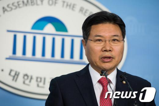 홍문종 새누리당 의원. © News1 유승관 기자