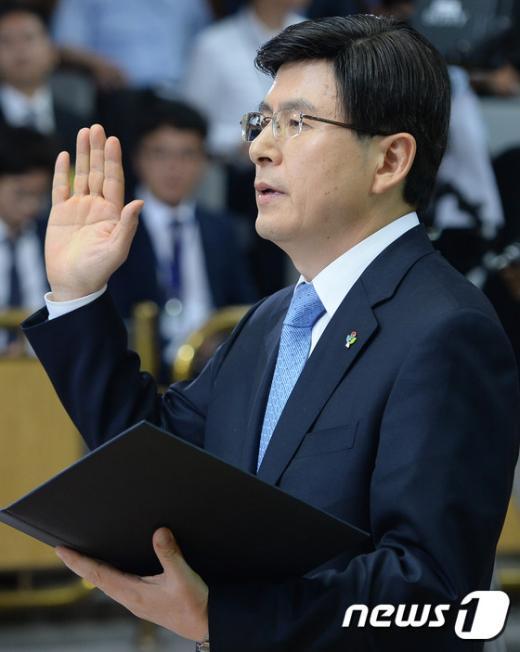 [사진]황교안 총리후보자 '진실만을...'