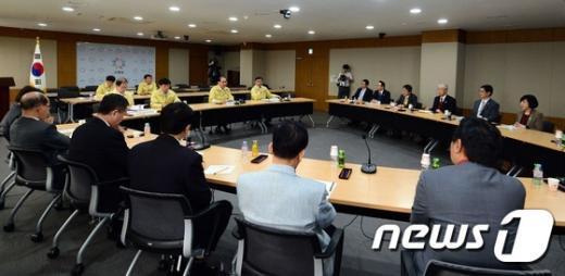 [사진]황우여, 메르스 확산 휴업한 대학 총장 간담회