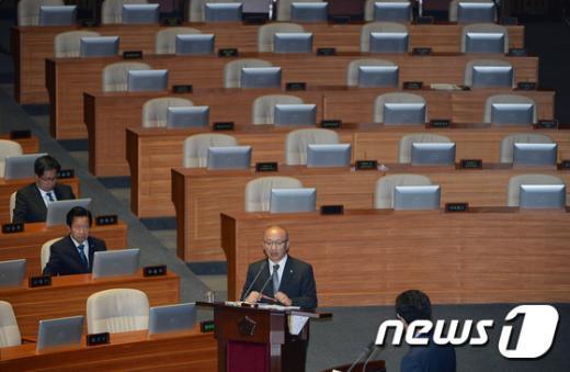 [사진]문형표 장관 '메르스 사태 관련 긴급 현안질문'