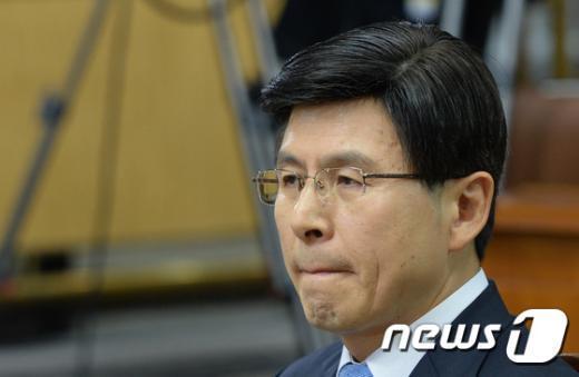 [사진]고심하는 황교안 총리후보자