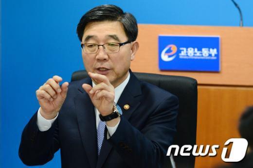 이기권 고용노동부 장관. © News1