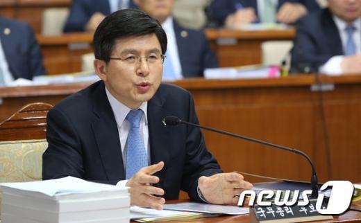 """[사진]황교안 """"19禁 자료 공개 절차 밟는 중"""""""
