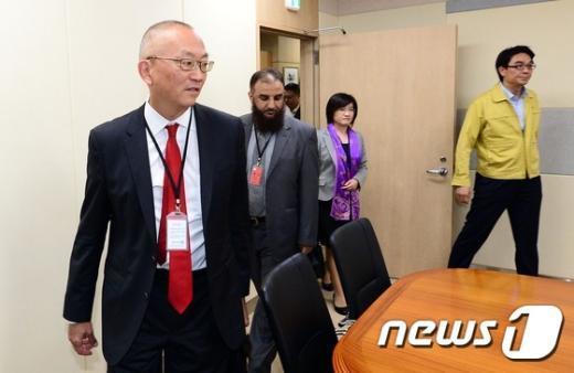 [사진]보건복지부 도착한 WHO 방문단