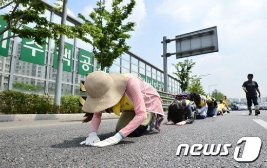 [사진]삼보일배하는 세월호 유족들