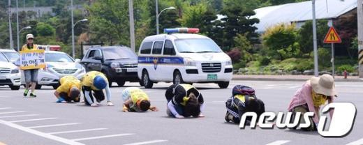 [사진]삼보일배 나선 세월호 유족들
