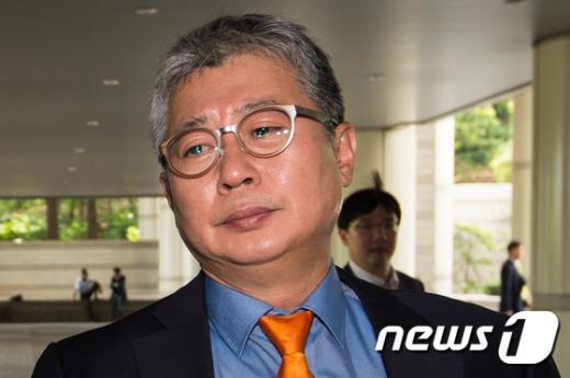 [사진]법원 도착한 조응천 전 청와대비서관