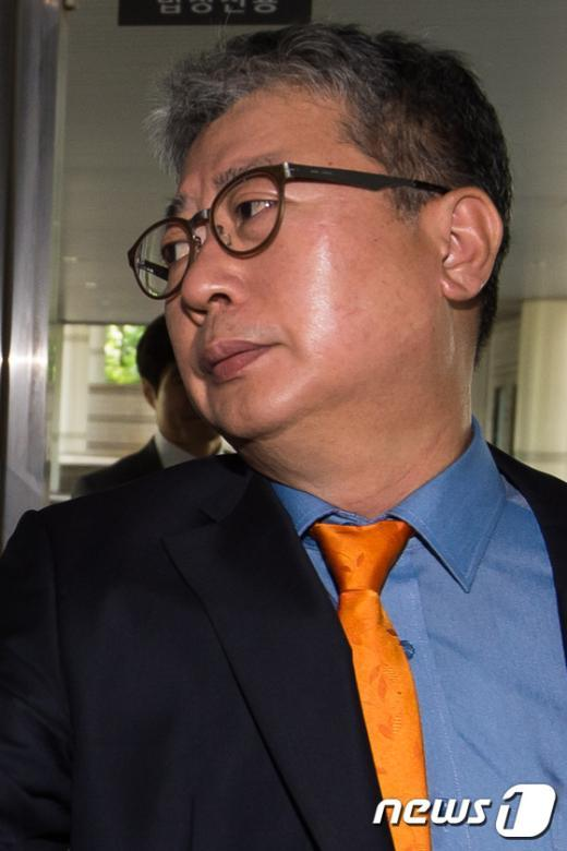 [사진]법정 향하는 조응천 전 청와대 공직기강비서관