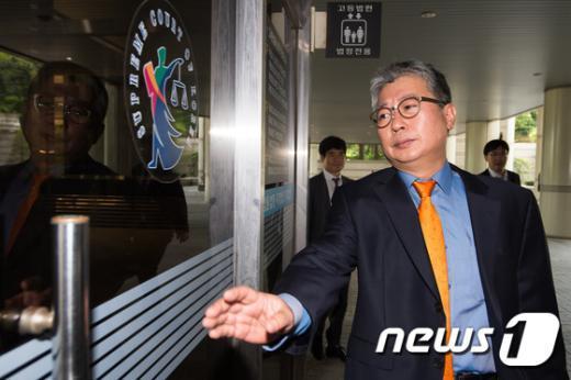 [사진]'청와대 문건유출' 혐의 조응천 전 비서관 공판 출석