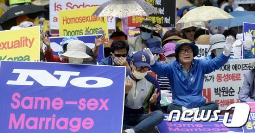 [사진]'동성 결혼 반대 기도?'