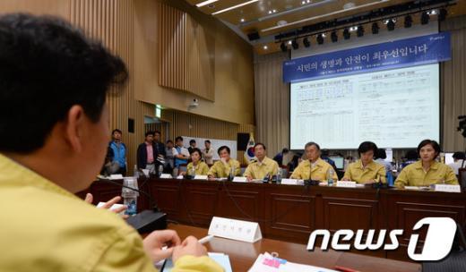 [사진]문재인 대표, 메르스 확산 방지 논의