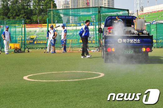 [사진]'소독은 철저하게'
