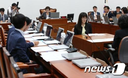 [사진]서민주거복지특위, 활동기간 6개월 연장