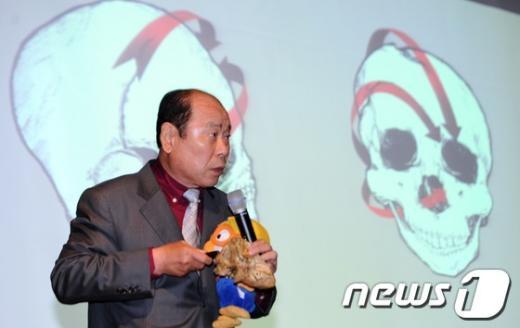 이정빈 법의학자문위원장. © News1