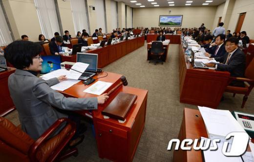 서울 여의도 국회 환경노동위윈회 전체회의(자료사진). 2014.11.6/뉴스1 © News1 박세연 기자