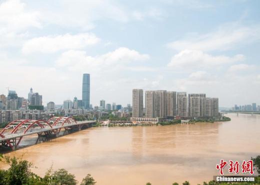 中 광시 류장 강변, 경계수위 임박…도시가 큰 섬으로 변해