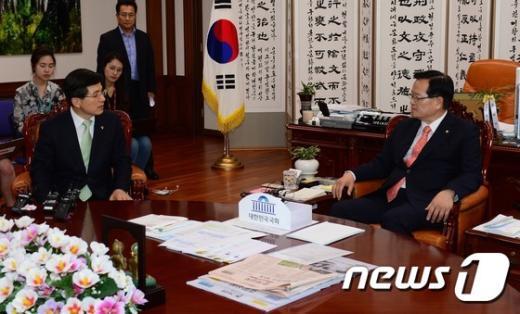 [사진]면담하는 정의화 의장과 황교안 신임 총리