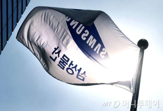 서울 서초동 삼성물산 사옥 앞에 깃발이 펄럭이고 있다/사진=머니투데이 자료사진
