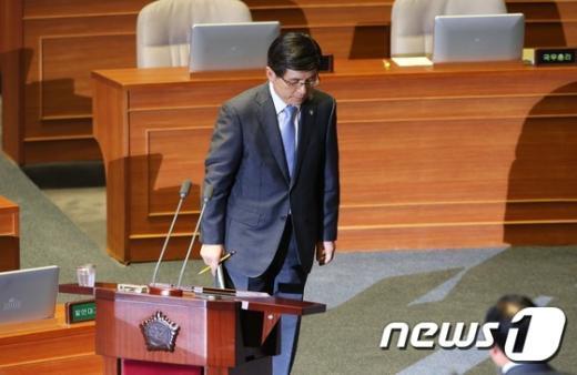 [사진]황교안 총리, 사흘째 대정부질문 출석