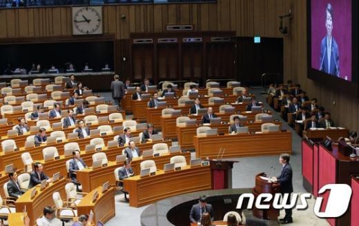 [사진]첫 대정부질문 나선 안철수 의원