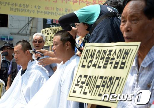 [사진]국회법 개정안 반대 삭발식