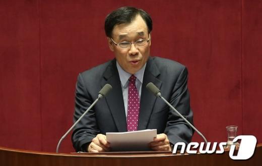 [사진]대정부질문하는 김기선 의원