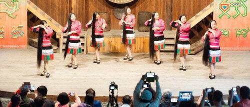 룽성 홍야오족 전통공연/사진=백유진 기자