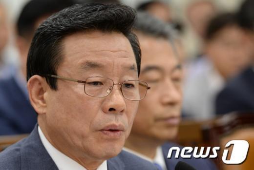 [사진]박인용 장관, 국회 안행위 출석