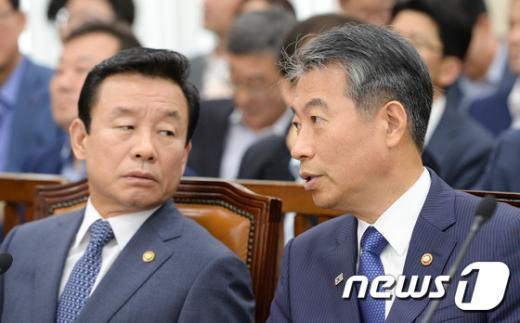 [사진]논의하는 정종섭-박인용