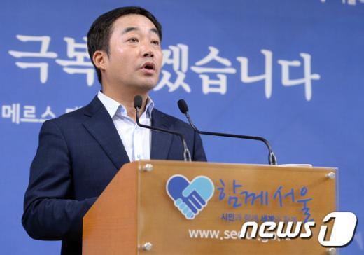 [사진]한강 녹조 브리핑하는 김학진 기획관