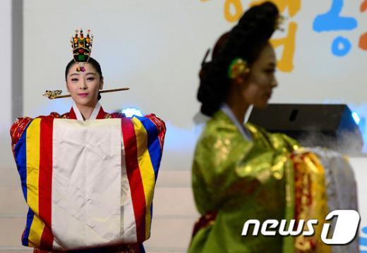 [사진]궁중예복 패션쇼