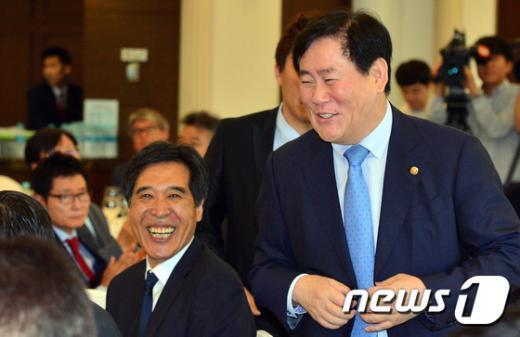 [사진]환하게 웃는 WKBL