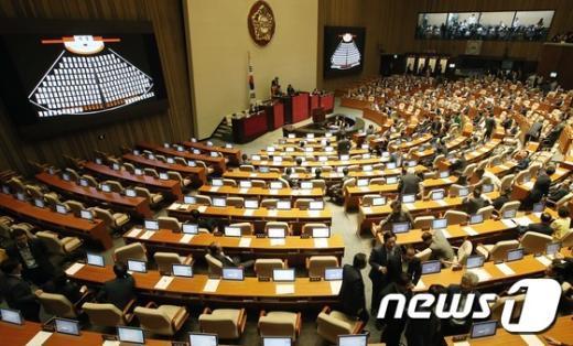 [사진]표결 불참하는 새누리당 의원들