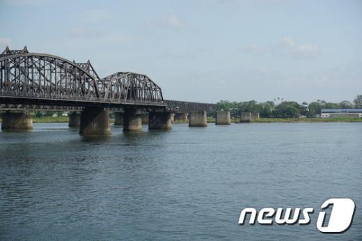 중국 단둥과 북한 신의주를 연결하는 '북(조)-중 우의교'의 모습. 2014.09.07/뉴스1 © News1 서재준 기자