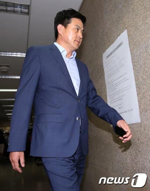 [사진]김태호, 긴급 최고위원회의 입장