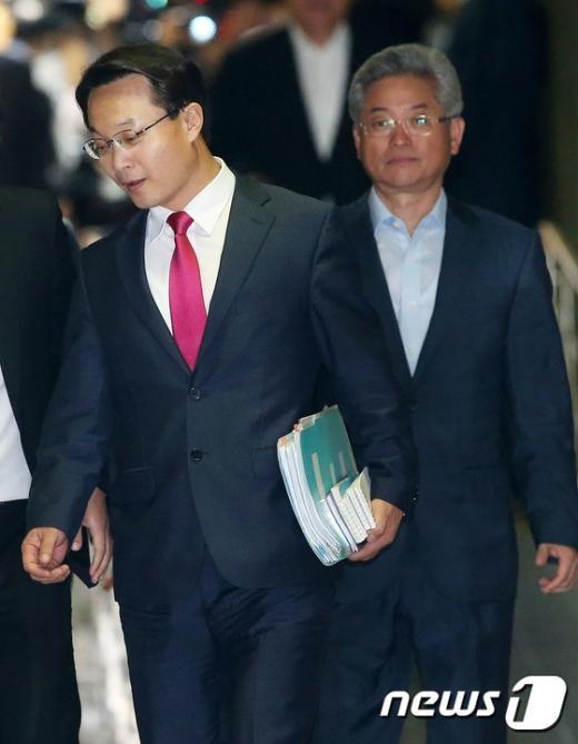 [사진]의총 참석하는 조해진 원내수석부대표