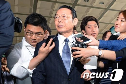 [사진]질문 외면하는 박성철 신원회장
