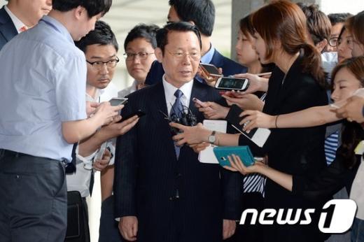 [사진]박성철 신원그룹 회장 '검찰 소환'