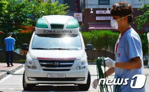 메르스 환자 등을 이송하는 구급차./© News1