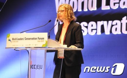 [사진]개회사하는 잉거 앤더슨 IUCN 사무총장
