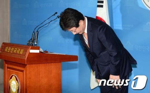 [사진]유승민 원내대표 '끝내 사퇴'