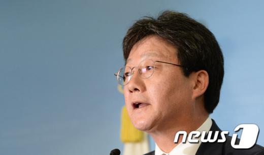"""[사진]유승민 """"당원 뜻 받들어 사퇴...국민께 죄송"""""""