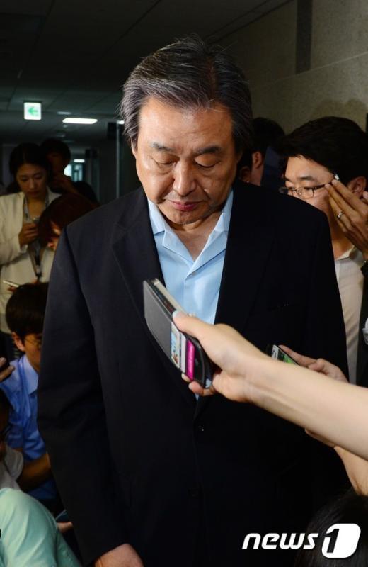 [사진]굳은 김무성 대표