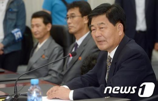 [사진]덕담 나누는 박철수 부총국장