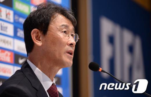 [사진]윤덕여 감독, 동아시안컵 여자대표팀 명단 발표