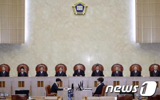 [사진]대법, 원세훈 전 국정원장 '선거법 위반 유죄' 파기환송