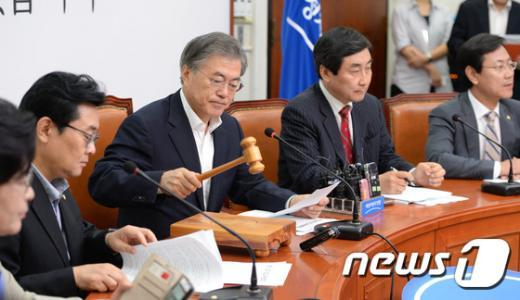 [사진]최고위 주재하는 문재인 대표