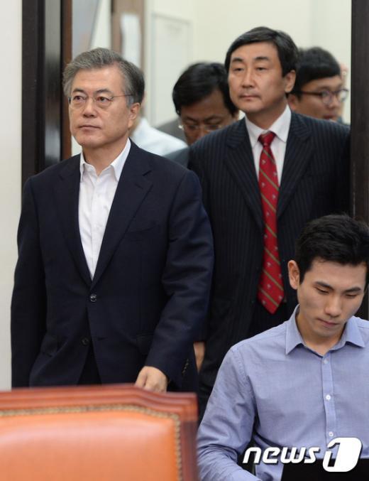 [사진]최고위원회의 참석하는 野 지도부