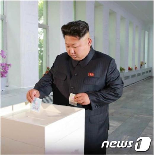 북한 김정은 노동당 제1비서가 우리의 지방의회 격인 도·시·군 인민회의 대의원 선거에서 투표를 했다고 20일 노동신문이 보도했다.(노동신문)© News1