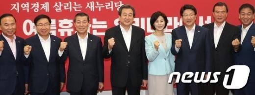 [사진]총선승리 다짐하는 김무성 2기 신임 지도부